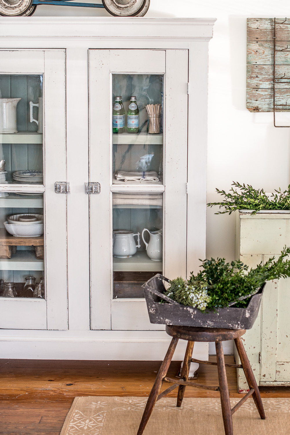 Hutch Painted in Miss Mustard Seed's Milk Paint in the Colour Farmhouse White