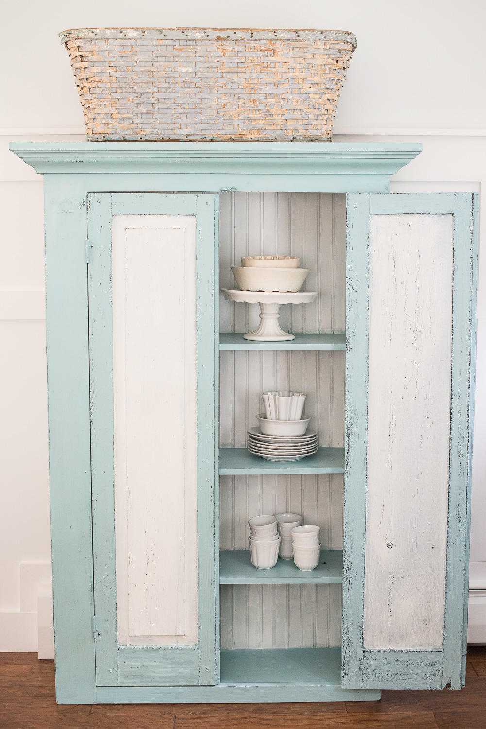 Hutch Painted in Miss Mustard Seed's Milk Paint in the Colour Eulalie's Sky