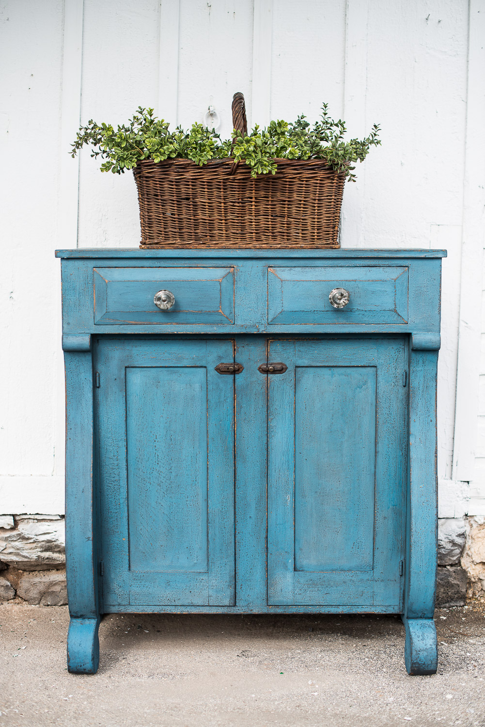 Hutch Painted in Miss Mustard Seed's Milk Paint in the Colour Flow Blue