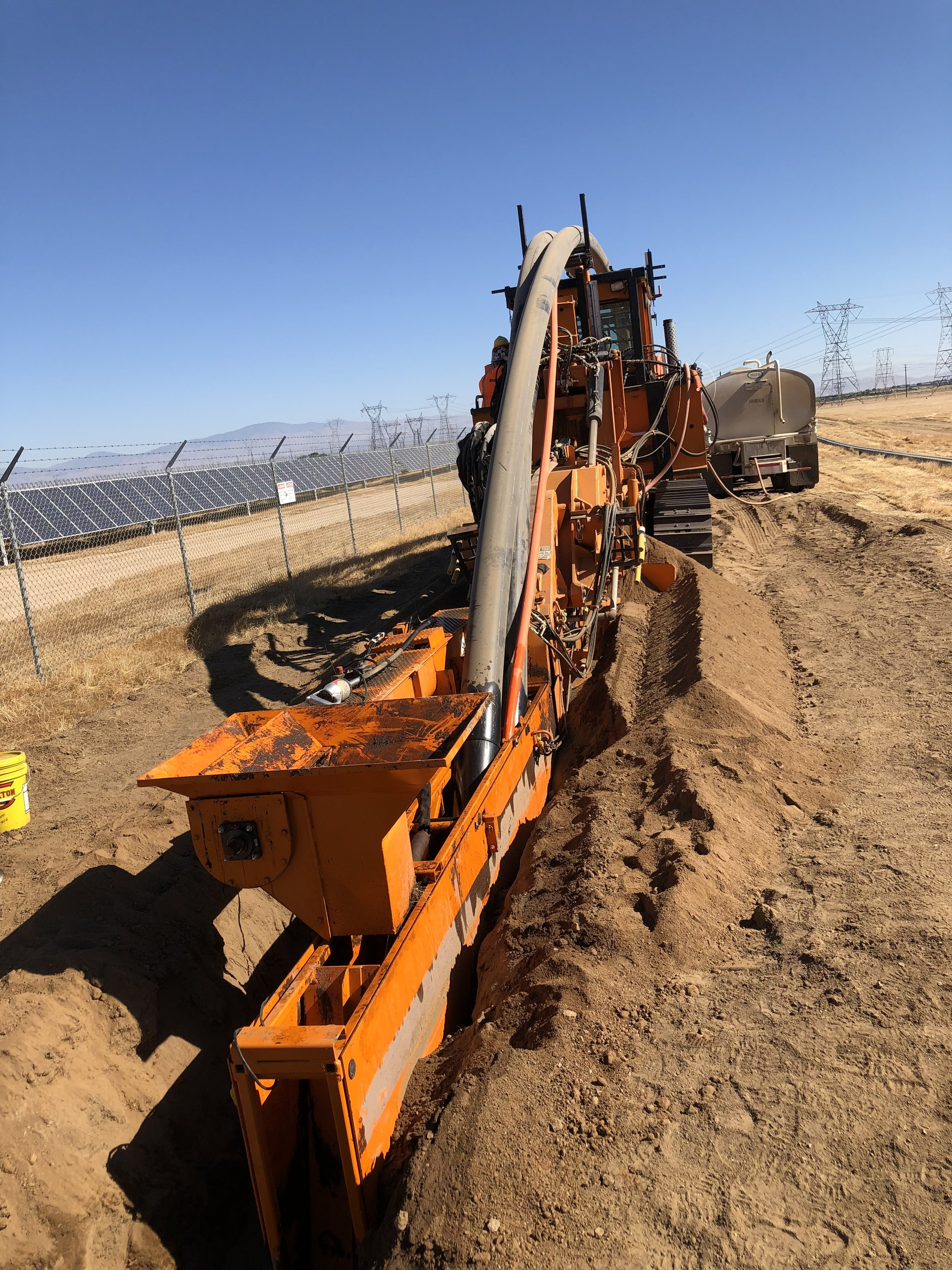 performance-utility-supply-inc_blog_big-sky-north-solar-project_rosendin-electric_pipe-layer.jpg
