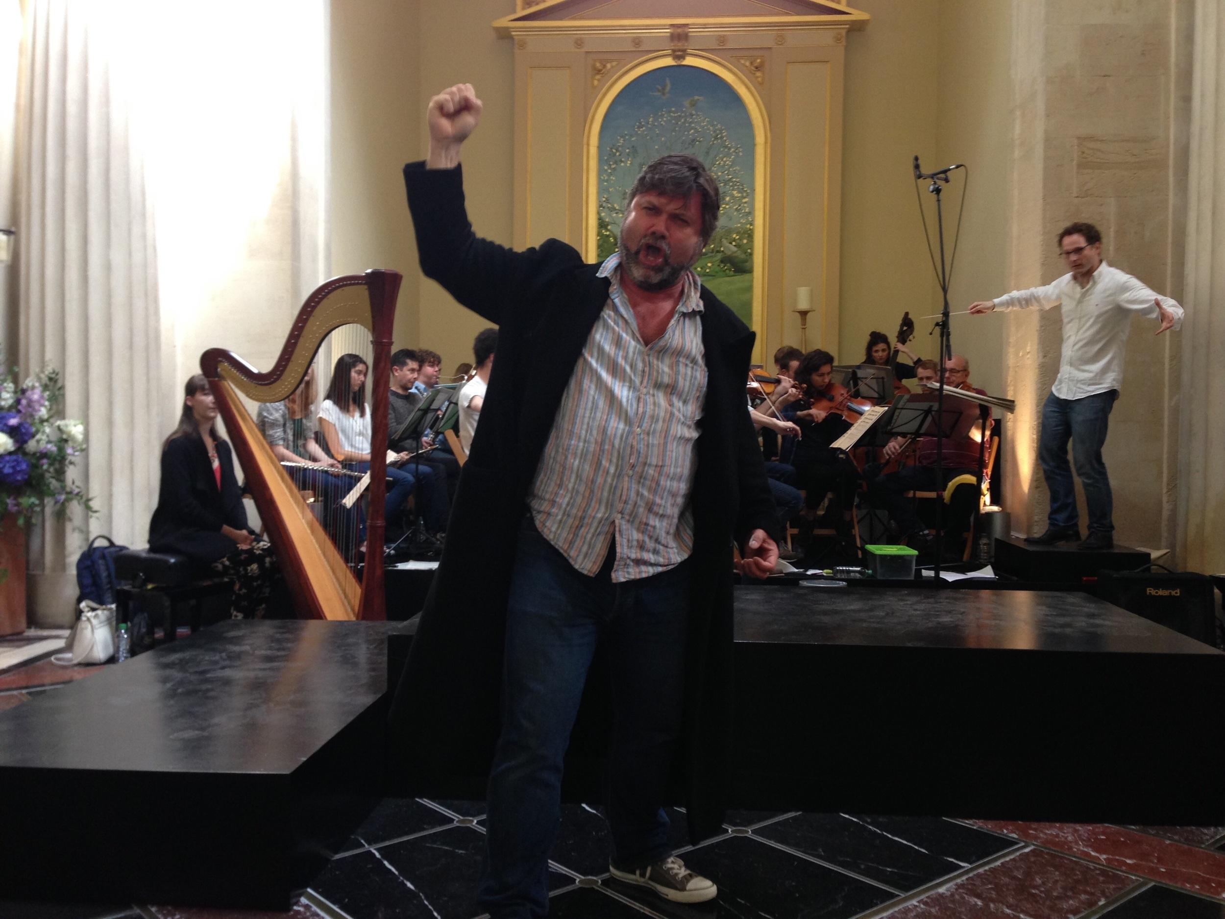 Rehearsing Tabarro, hence el maximus coato.