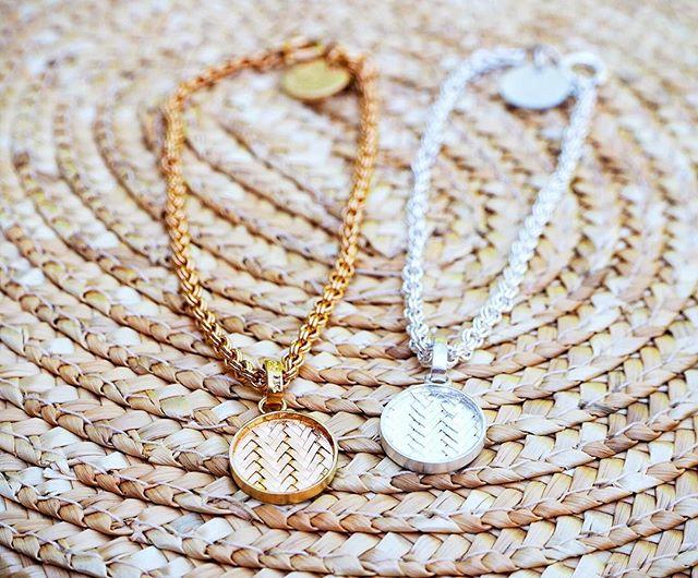Twinning in gold and silver with the Palmyrah bracelets ✌🏽 shop.kinsfo.lk  #kinsfolk #goldandsilver #bracelets #jewelry #srilanka #switzerland