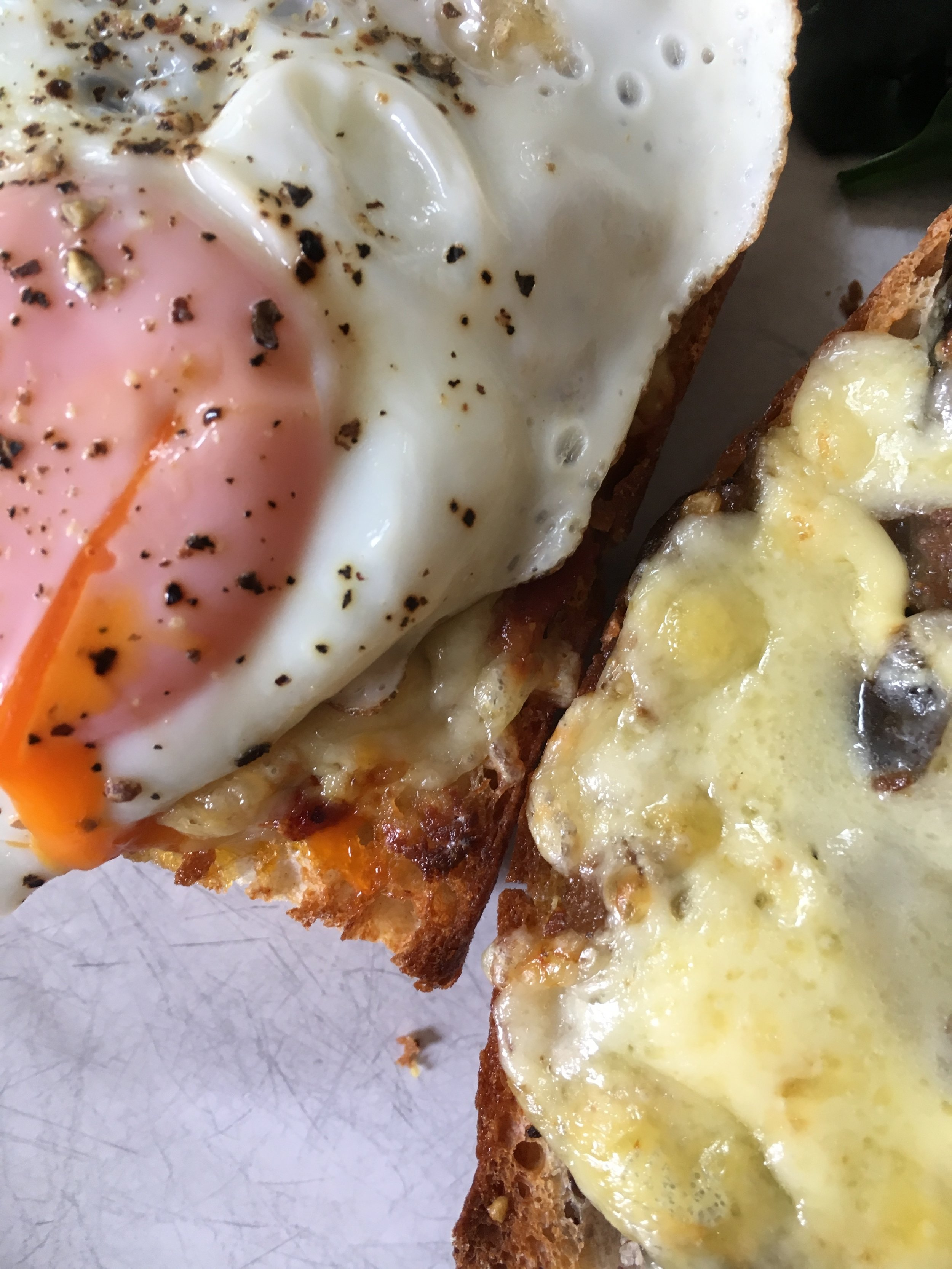 chilli-cheese-toast-fried-egg