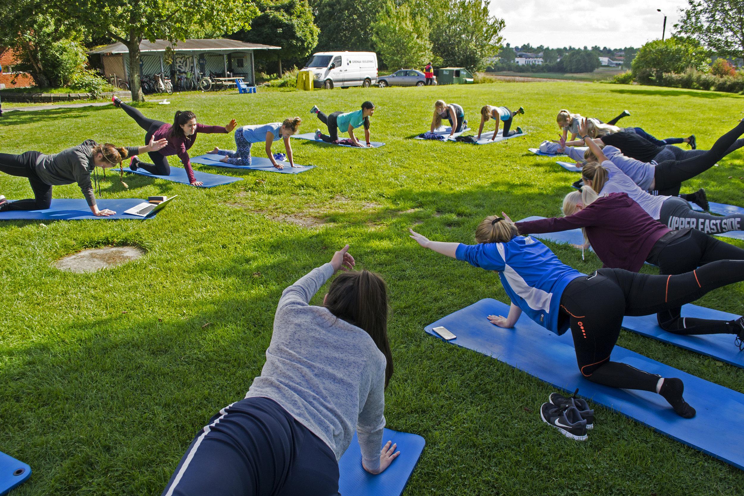 PERSONLIG POWER - Yoga og mindfulness på højskole - giver dig motivationen tilbageBevæg din krop og find din indre ro. I faget Personlig Power får du dine kræfter og motivation igen til at give den en skalle i hverdagen.