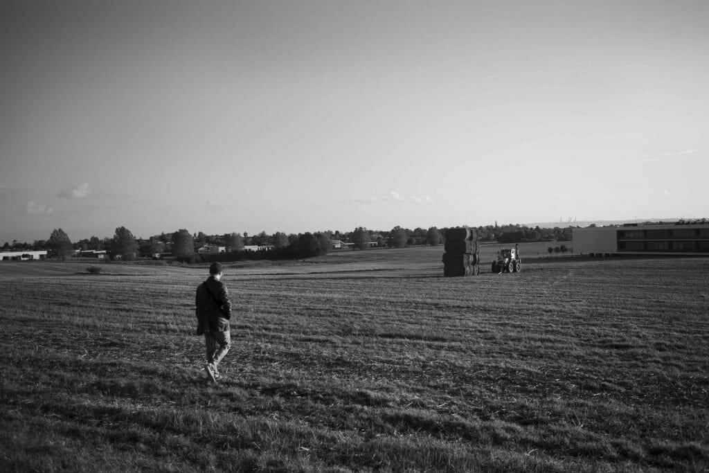 I den lille landsby Egå tæt på Aarhus, ligger Egå Ungdoms-Højskole. Her kan 16-19 årige komme på et ophold med kreative, sportslige og samfundsfaglige fag uden karakterer, inden de skal videre ud i livet. En spytklat derfra ligger Egå Gymnasium. Foto: Mathias Eis Schultz