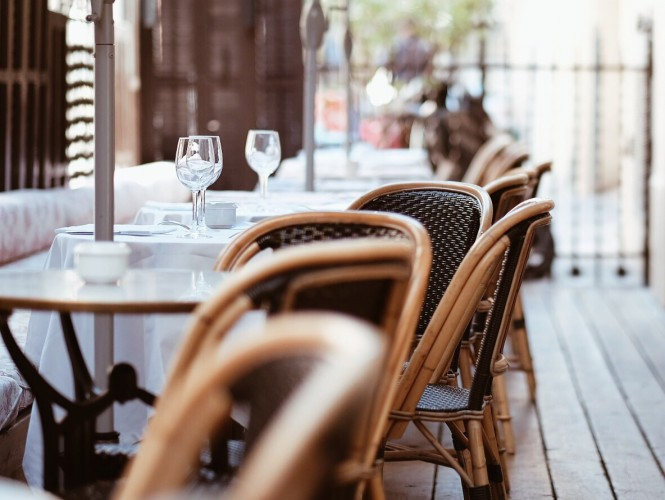 There are many sitting areas of the restaurant-hotel, this one is in a back street away from the city´s eyes to see.