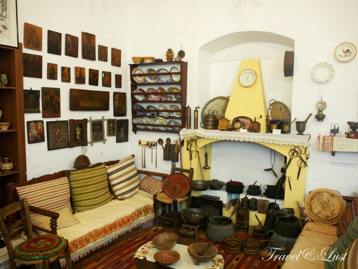 The Folklore Museum has many displays of traditional Cretan handicrafts, unique to the region such as textiles, woven goods and embroidery of intricate detail and imaginative designs.