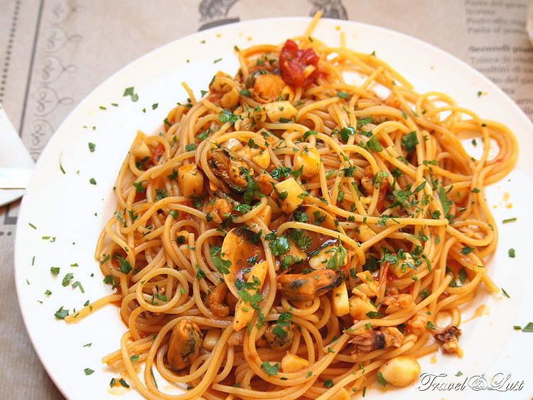 Ferro di Cavallo (Trattoria Horseshoe). Eat like a local here!