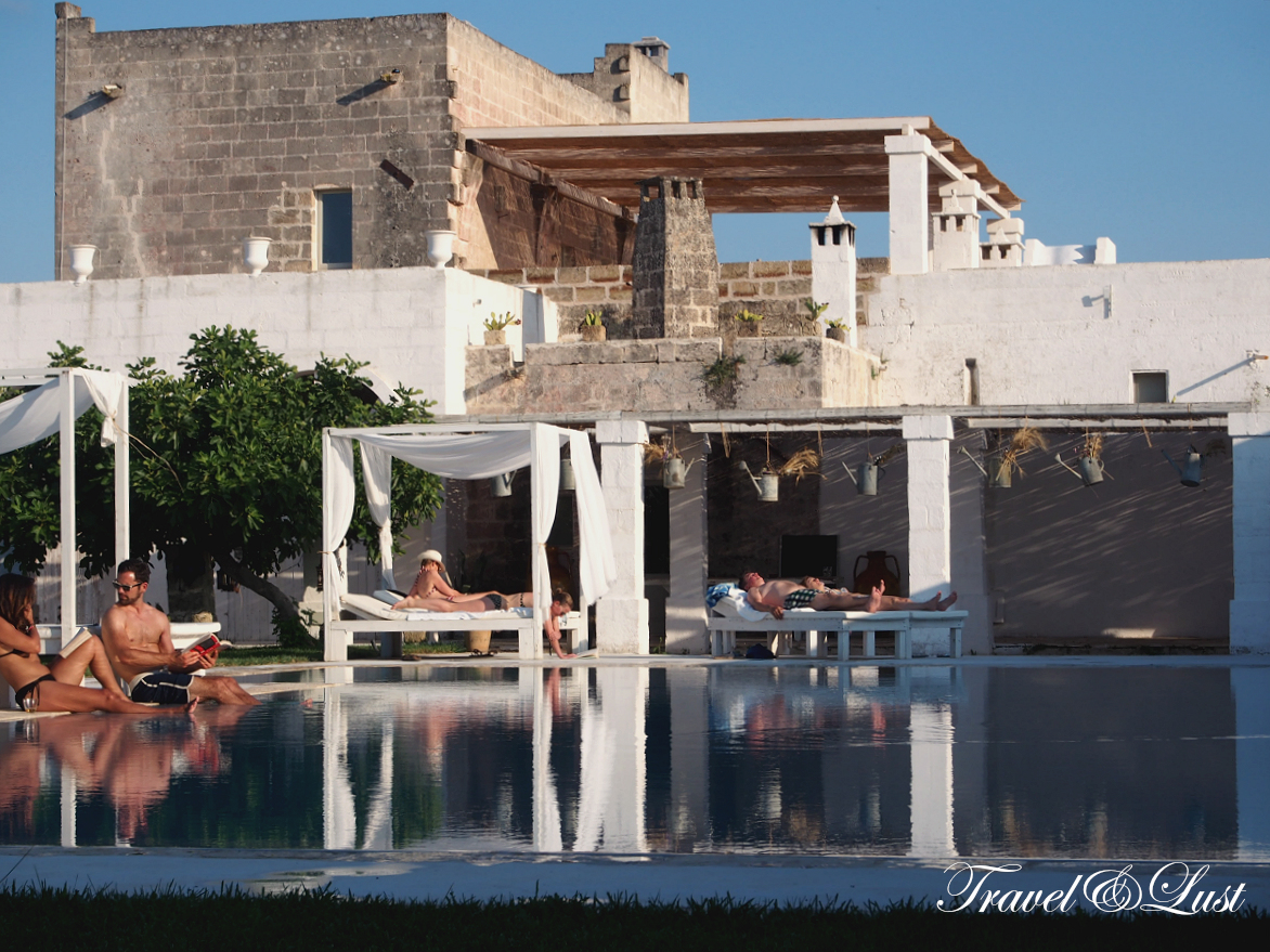Amenities include a stylish restaurant, an outdoor pool in an Arabic-style garden, and a hammam. Cookery lessons, countryside walks and cultural tours can be arranged.