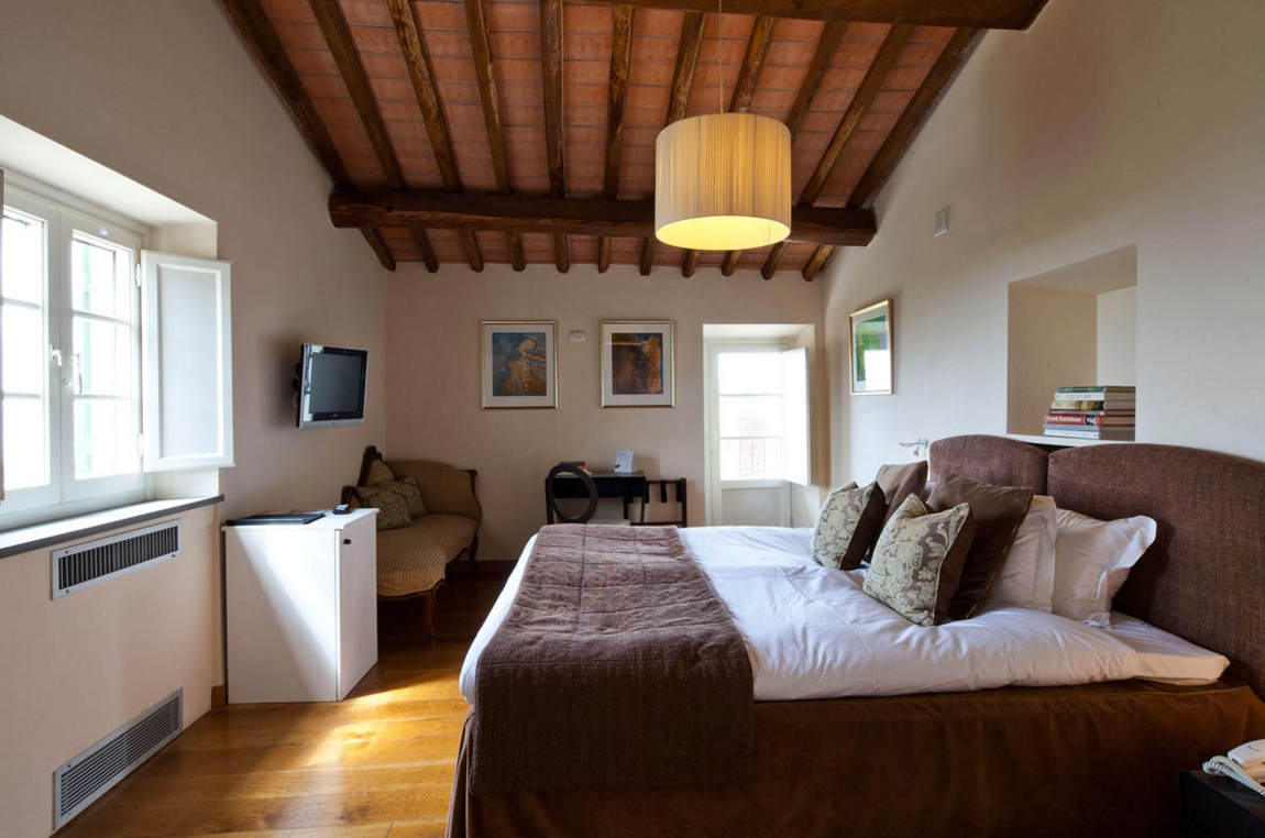 Cosy bedrooms, with windows facing the sun and the dozens of kilometres of heavenly landscapes. This room has a bath-jacuzzi, corner closet and storage room and in room WiFi.