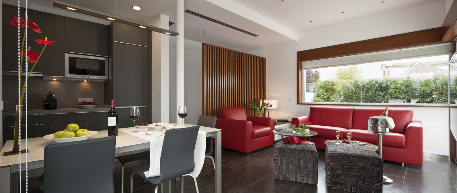 The Duplex Penthouse has two bedrooms, fully equipped kitchen and bathroom and wide capacity for up to 6 people.