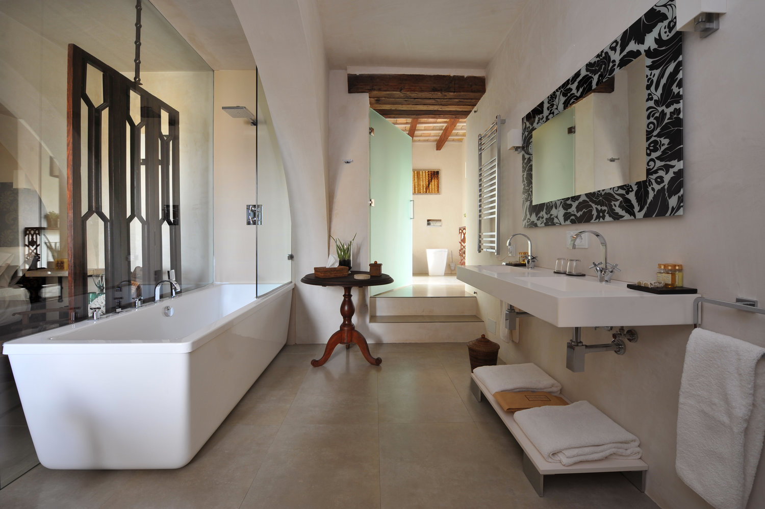The elegant design bathroom in the superior room. In these rooms you can expect free high speed WiFi, TV, air conditioning and floor heating.