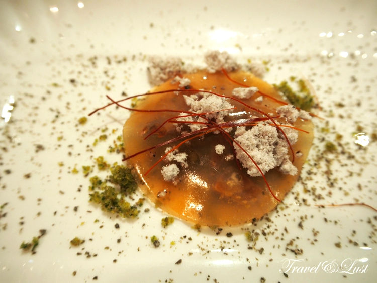 A surprising appetiser of dehydrated ravioli to begin with.
