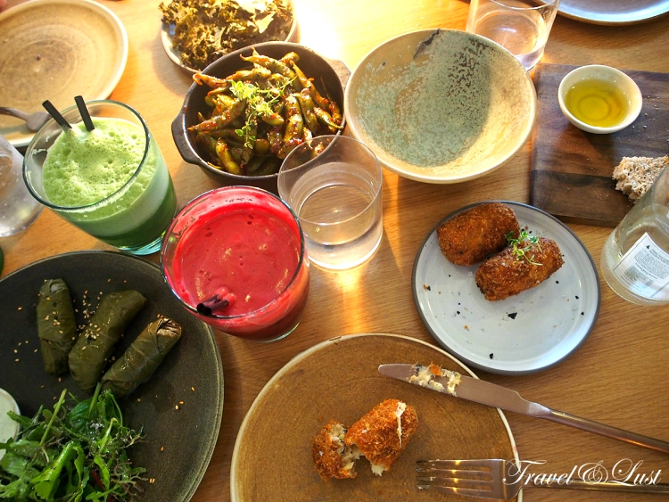 Greek dolmadas, croquettes of water cress, leek and walnuts, edamame with chili, kale chips and two natural fruit juices.