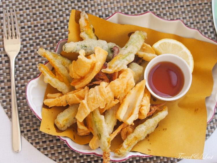 Tasty fried calamari with vegetables and sweet and sour sauce.