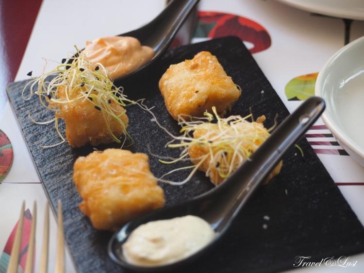 Cod fish with tartare sauce.