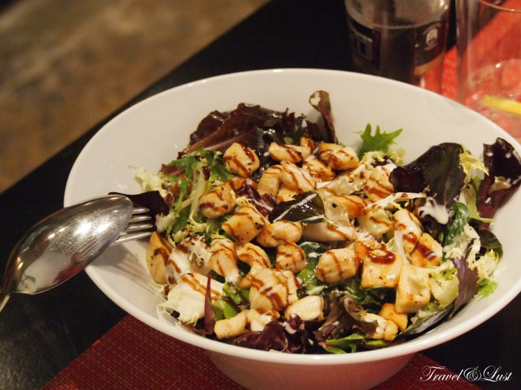 Caesar salad with chicken, Menorcan cheese and croutons.