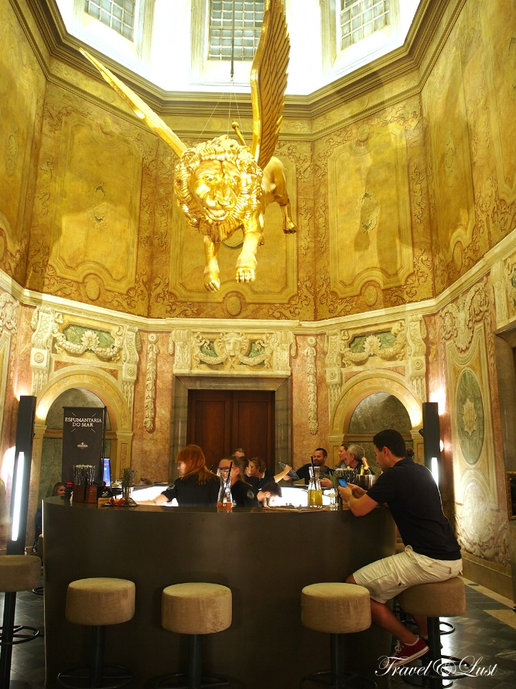 Eating at Palácio Chiado with a touch of extravagance. Here you can find seven renowned restaurants that have created, with a touch of extravagance, different and original gastronomic concepts. Street address is R. Alecrim nº70.