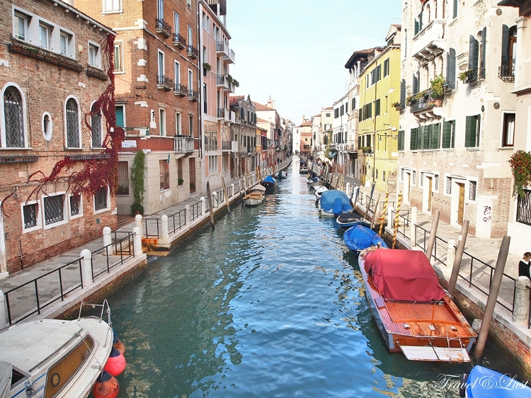 A quiet canal in the island of Dorsoduro which is one of the six sestrieri (neighborhood) of Venice, contains the highest land areas of the city.