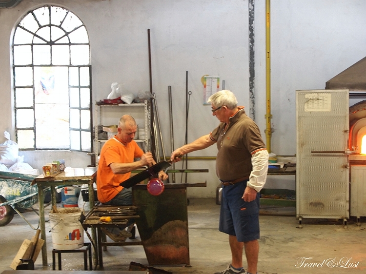 Free glass-making demonstrations can be seen in Murano to the left of where the boat drops you off. You will be impressed with the end results and get to enter a discreet shop with the best pieces in all of Venice.
