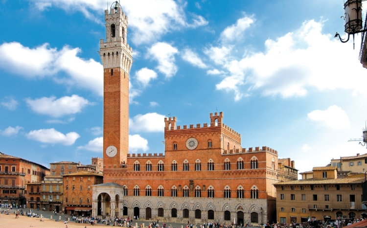 Siena-piazzo-italy.jpg