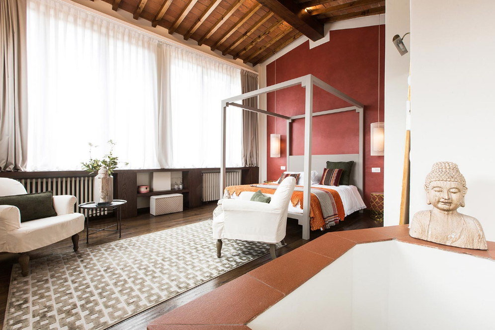Canto del Giglio Rosso is 54 sqm and sleeps up to 4 people.