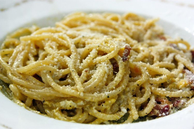 Delicious carbonara can be enjoyed with house red wine at La Carbonara. Reserve in advance.