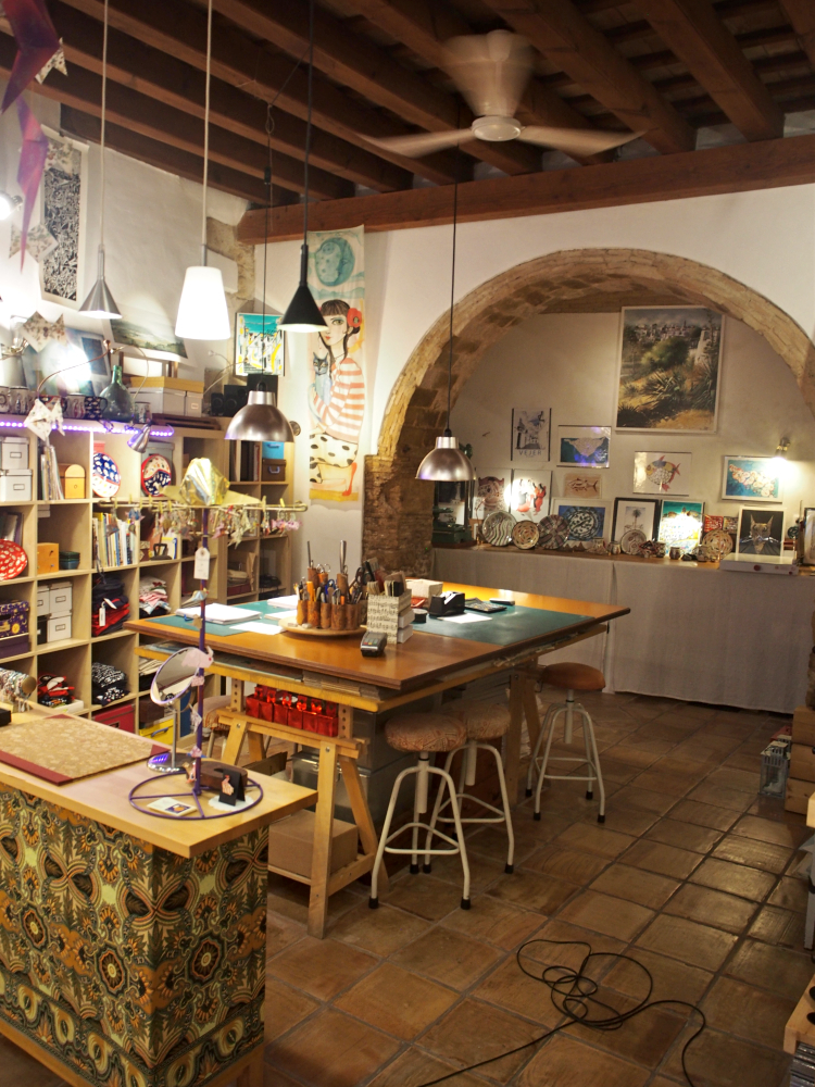 Explore every nook and cranny in Vejer and find art studios, gourmet shops and design stores.