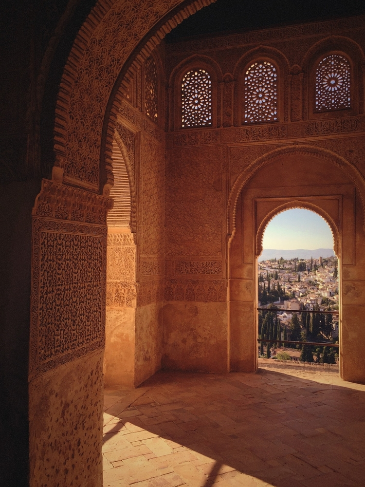 La Alhambra is beautifully located on the al-Sabika rocky hill overlooking the city of Granada