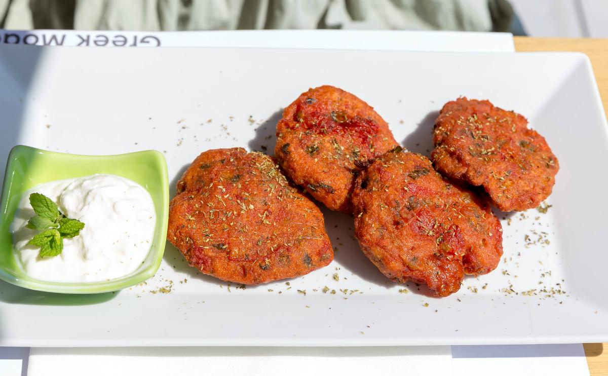 Delicious 'ntomato-keftedes' (tomato balls).