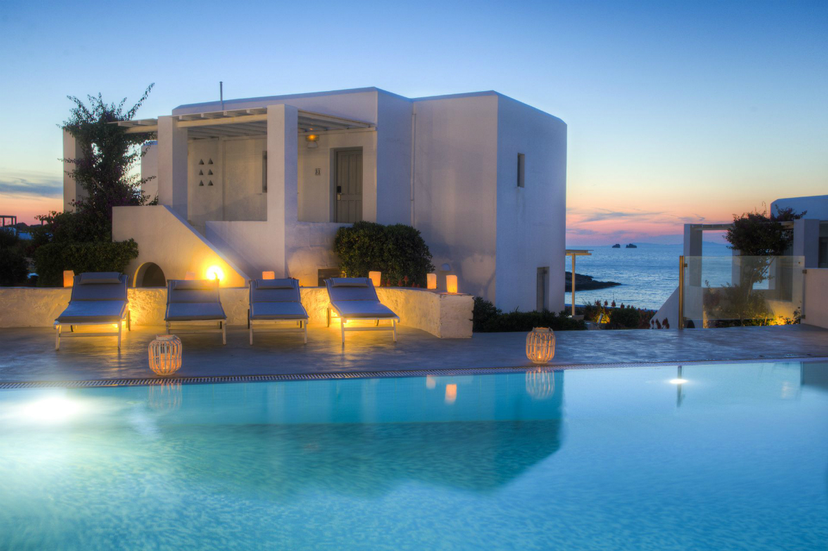 5-star Minois Beach Hotel at night.