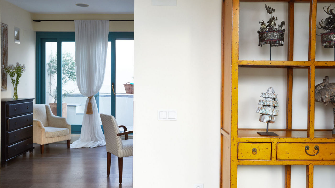 Beautifully decorated suite with pops of colour from tasteful furniture and artefacts.
