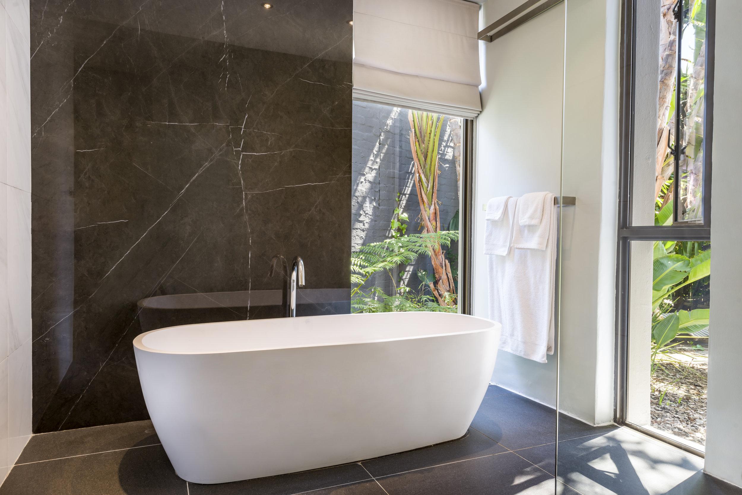 Kensington Place Superior room bathroom 2.jpg
