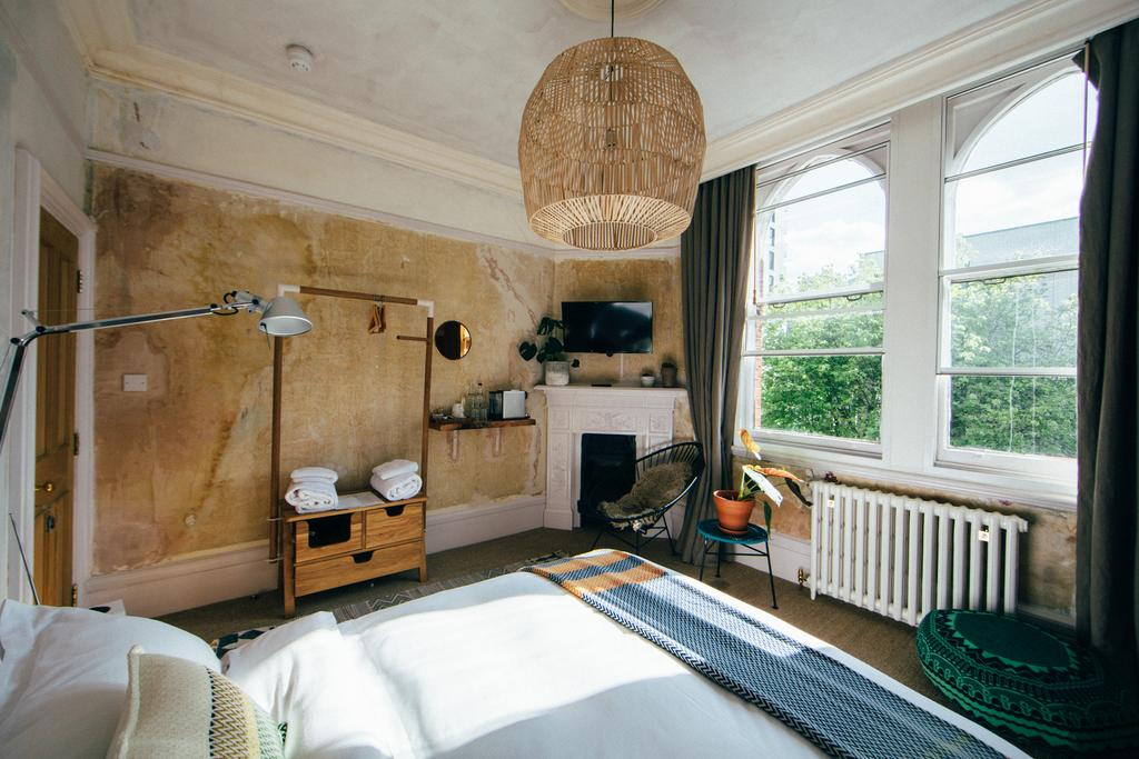 The Culpeper's distressed walls and shabby chic style in one of their rooms.