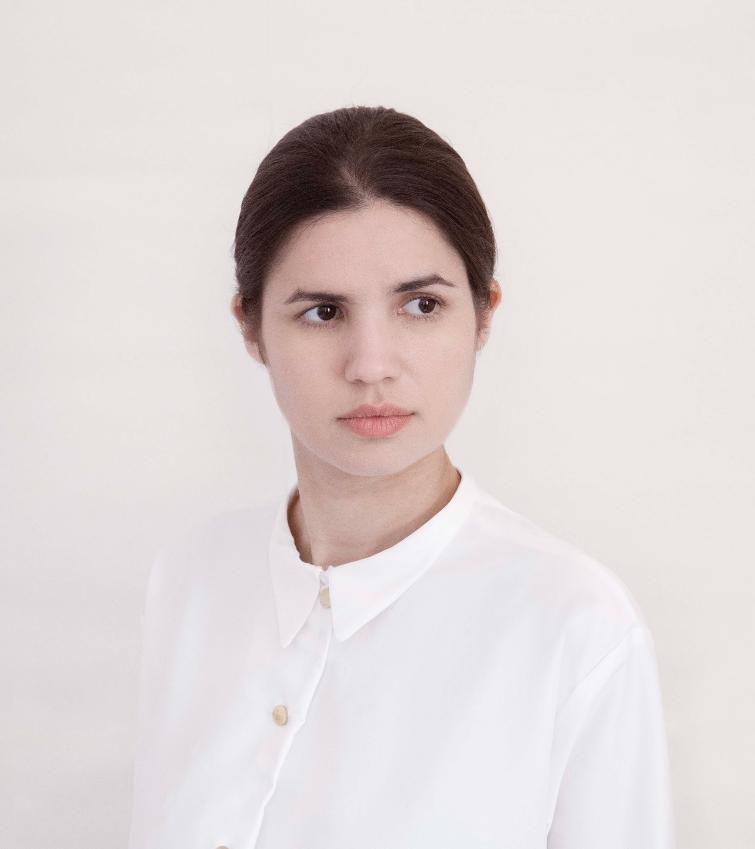 Portrait by  Daantje Bons , Posture shirt project by  Studio Jeffrey Heiligers