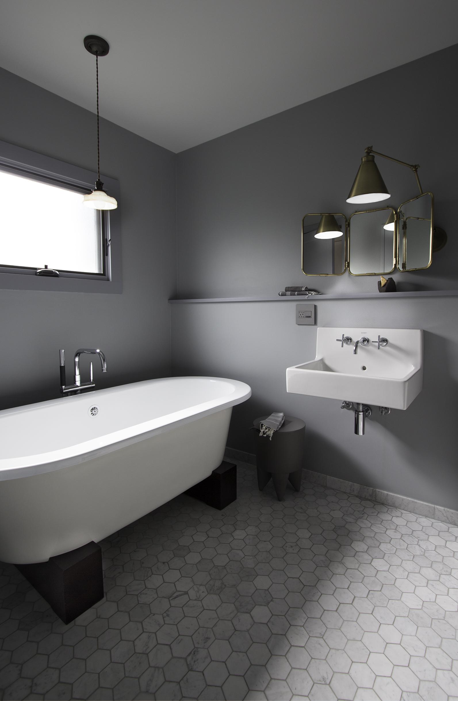 BATH1tub sink.jpg