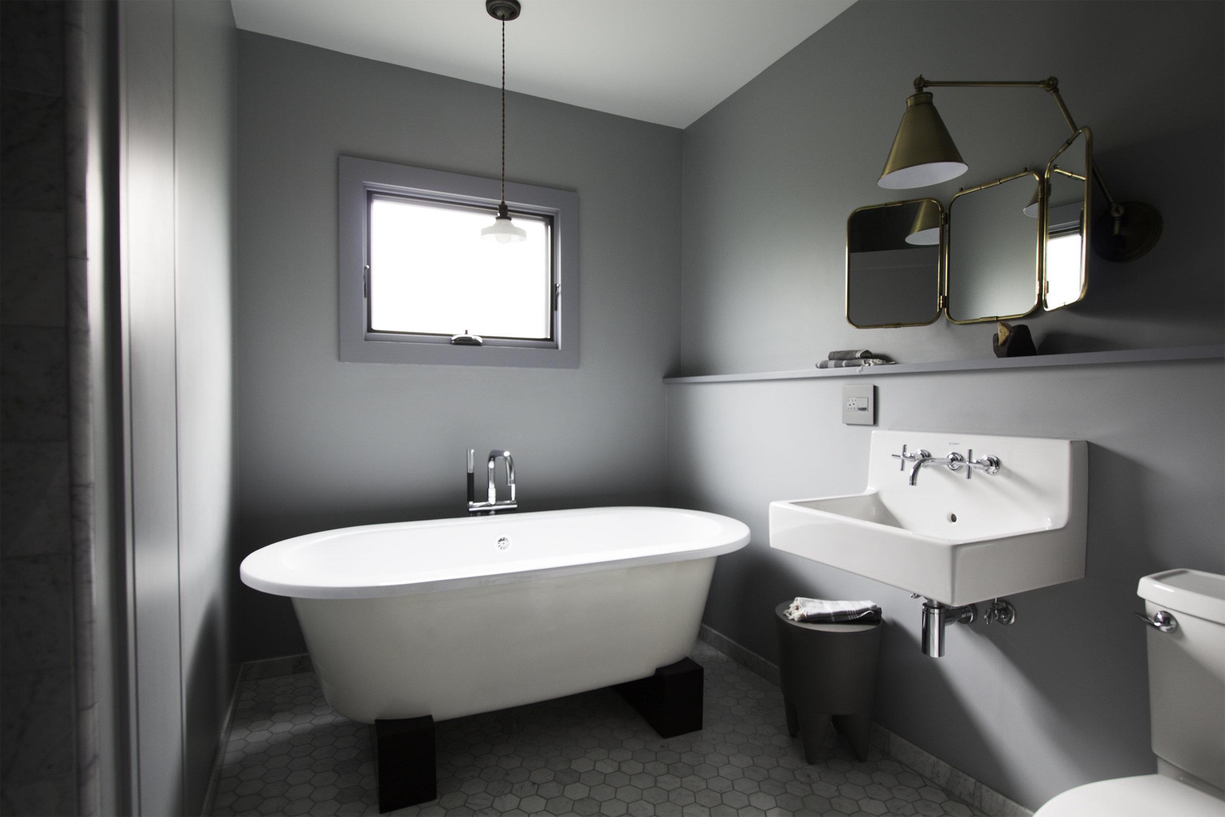 bath1celq1.jpg