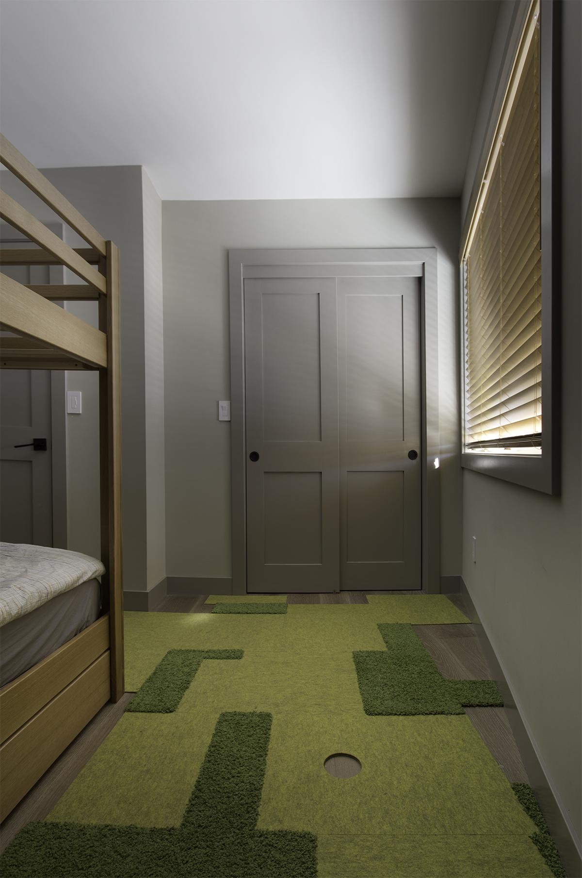 kids bed, closet small.jpg