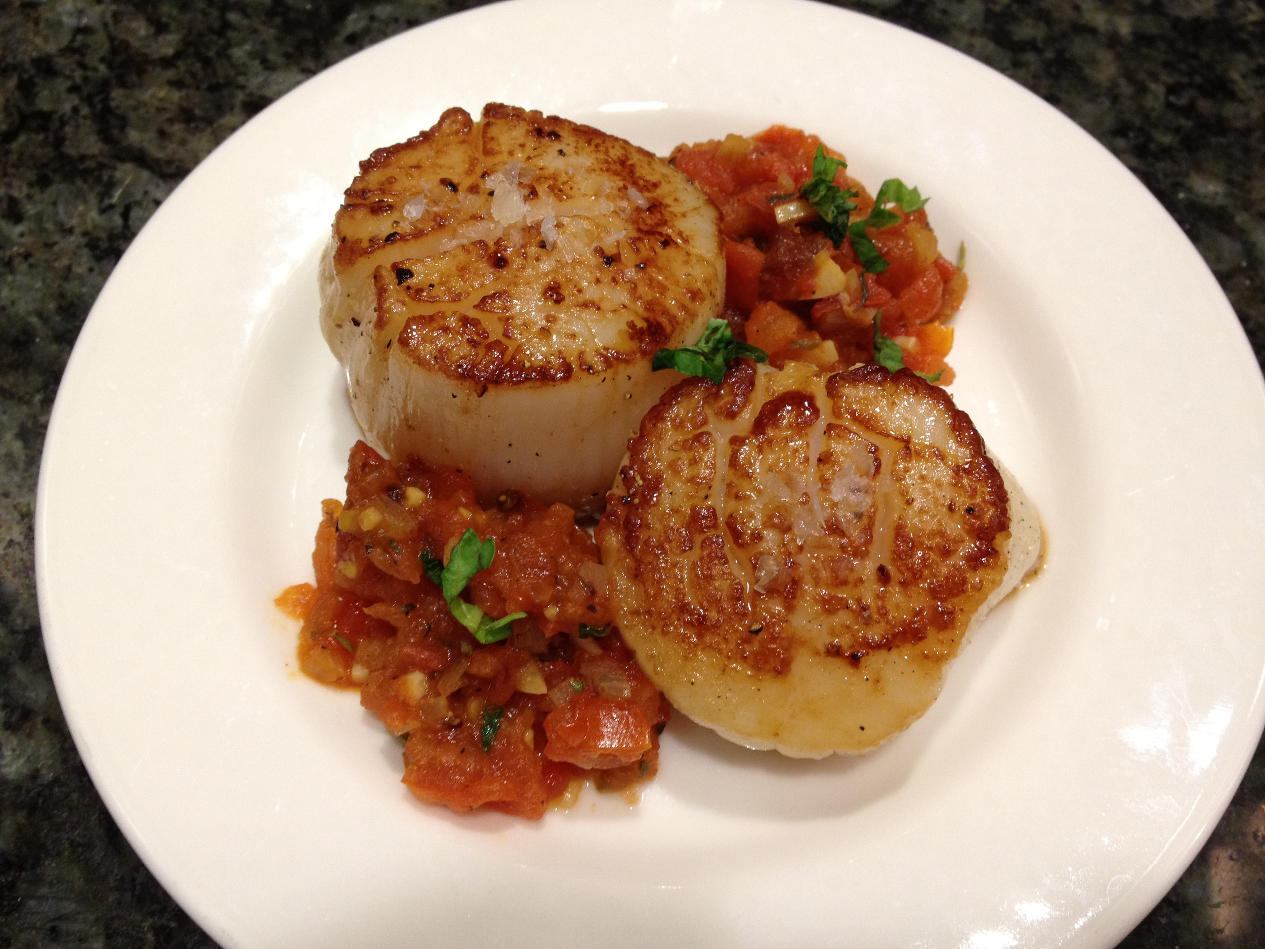 Seared Scallops With Tomato Sauce