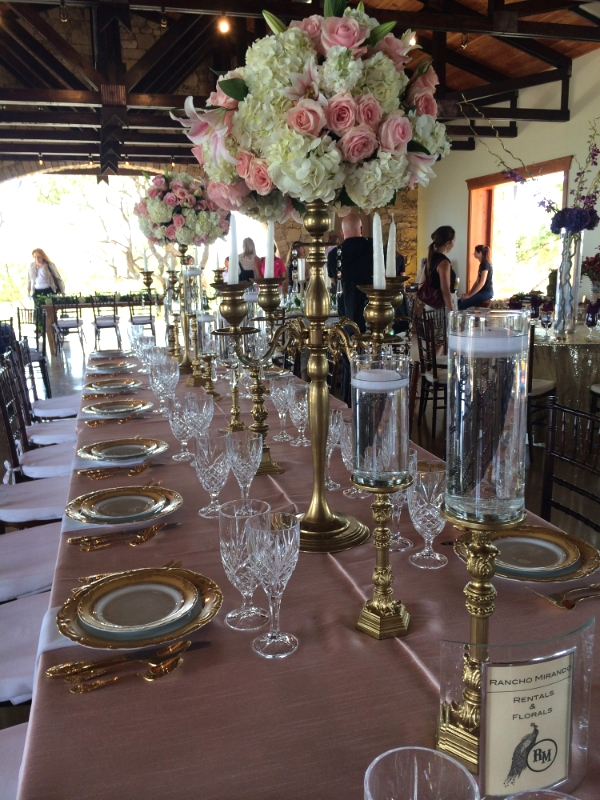 A head table in my favorite colors:  pink and gold.  Awesome sauce.