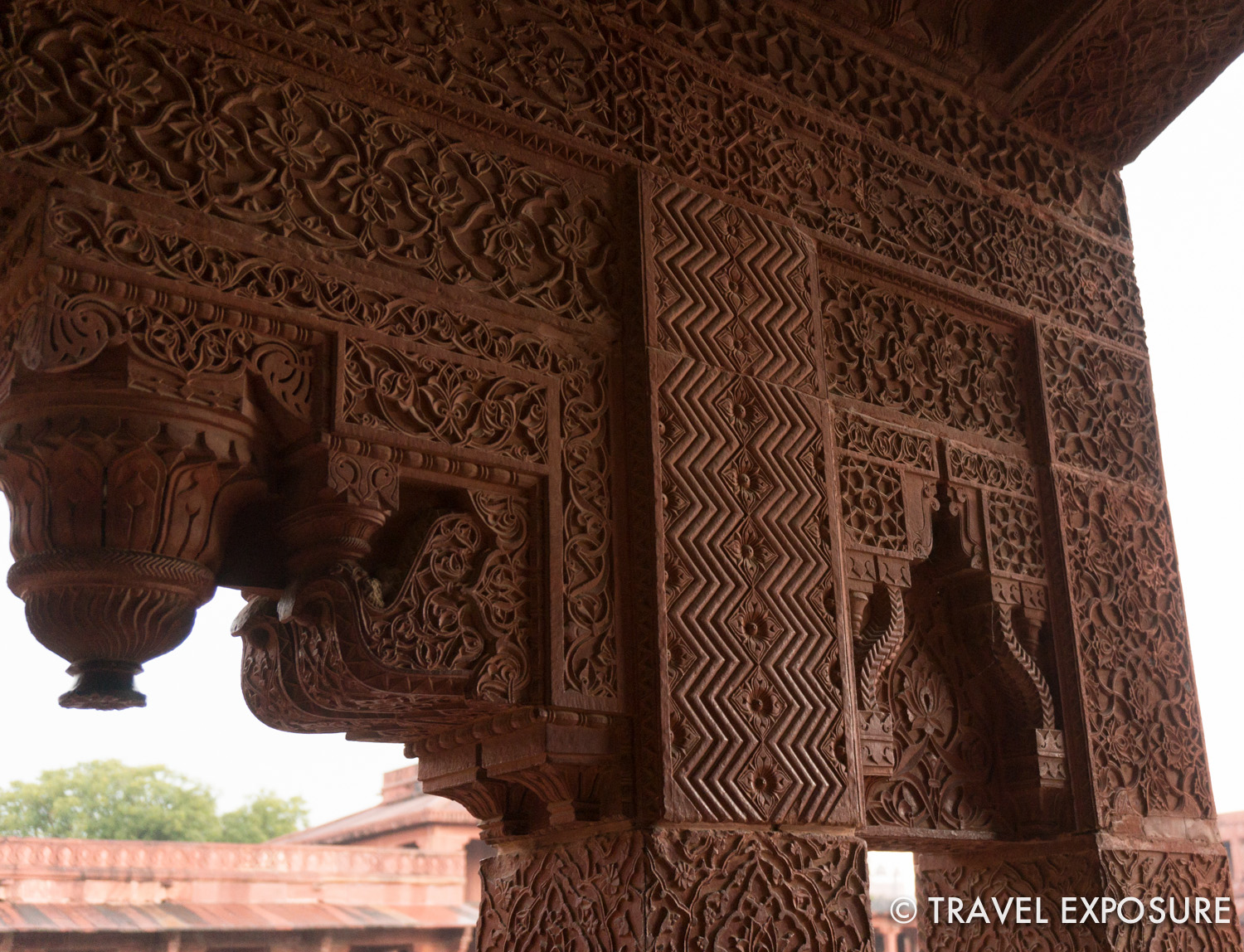 At Fatehpur Sikri city: The geometric patterns reflect Islamic style; thelotus and floral patterns reflect the Hindu style.