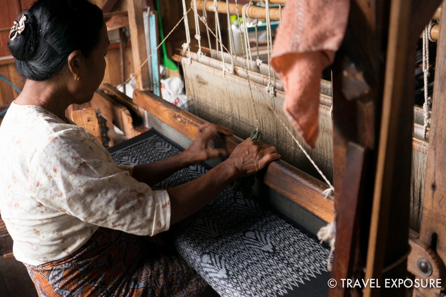 Lotus and silk weaving centre (in Inn Paw Khone Village)