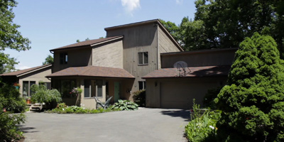 A private Contemporary nestled in the hills of Binghamton's South Side. Skylights and beautiful views!