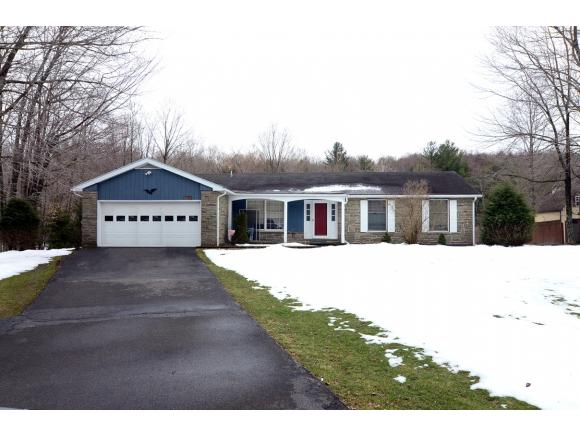 A lovely Ranch with over 2400sq' set on 1.4 acres.
