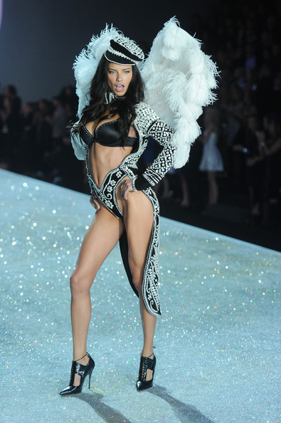 2013+Victoria+Secret+Fashion+Show+Show+9tPyp2Tn9nrl.jpg