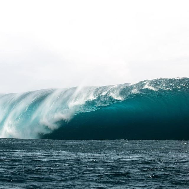 NO THANK YOU But lets go back two frames. Its still on my bucket list to sit in the channel.  #power #mothernature #ocean 📸 @jeromebrouillet . . . . . . #surf #surfing #waves #surfboard #boardrax #boardrack #earth #longboards #love #standuppaddleboard #tbt #design #teahupoo #me #surfergirl #windsurfing #surfboardrack #beautiful #watersports #beachlife #surfrack #quality #serenity #instagood #surfer #fun #handmade