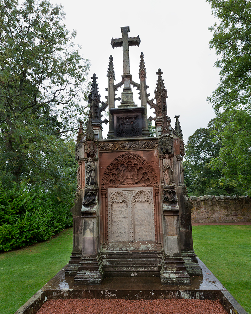 A memorial to the Earl and Countess of Rosslyn