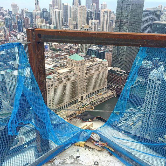 A metal rod and a blue screen separates us from a 747' base jump.  #Chicago. #150nriverside . . . . . . . #chicago #artofchi #architecture #chiarchitecture #chicagolife #igchicago #chigram #huffpostgram #chicagoshots #chicagoriver #mychicagopix #likechicago #windycity #chicagogram #justgoshoot #illinois #abc7chicago #illgrammers #chitecture #insta_chicago #chitecture #chicago_community #artofvisuals