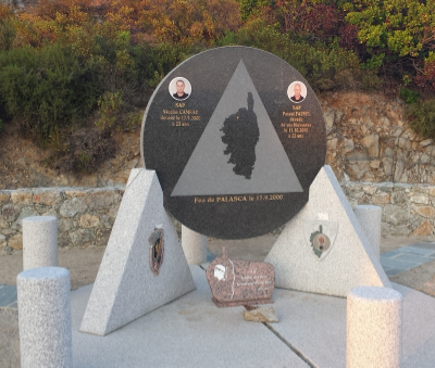 Monument to firefighters who lost thier lives battling the Palasca Fire, 17 Sept. 2000. The monument is placed at the head of the canyon just above the beach. ©fireweatherlab