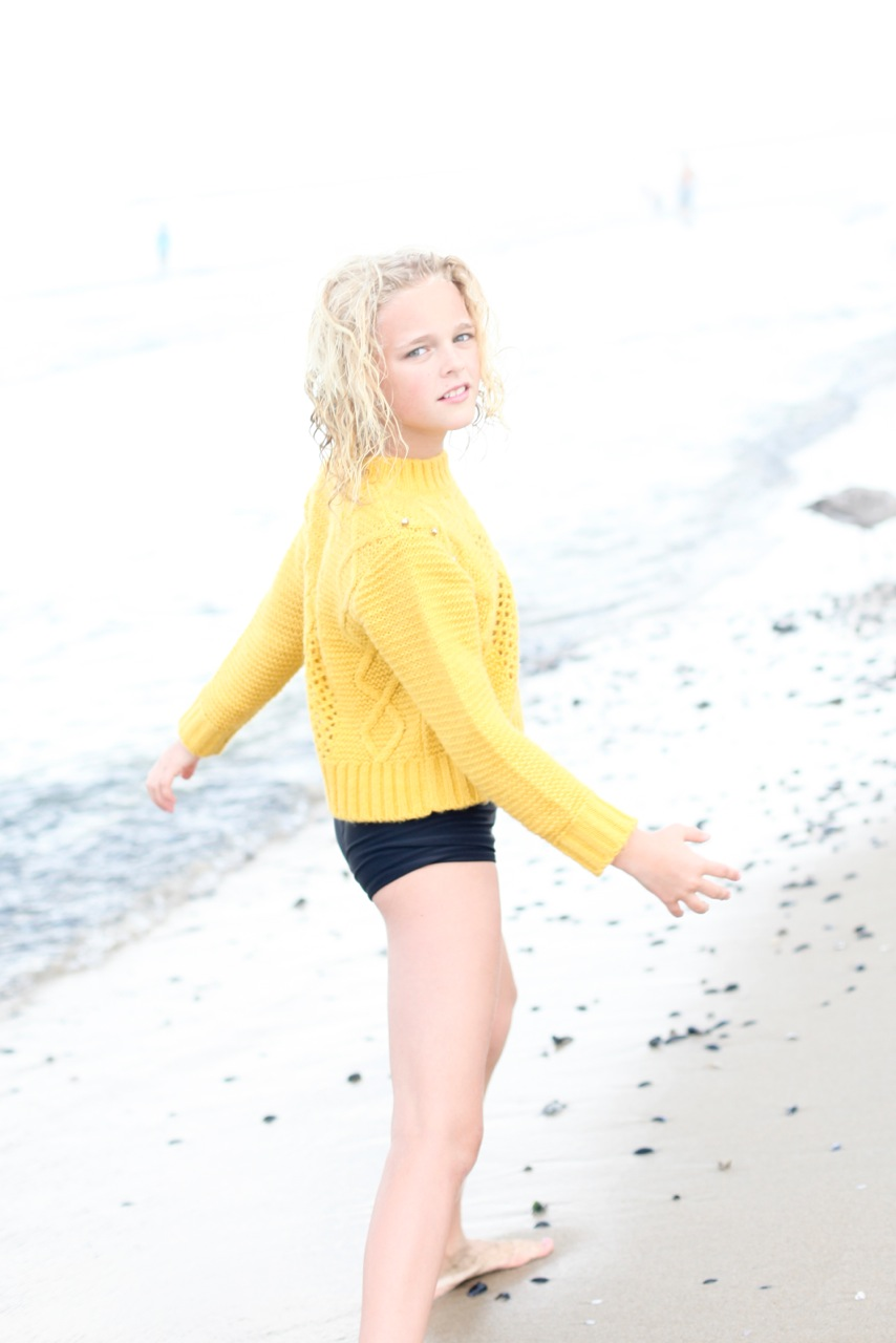 Violet Knobel in IMOGA yellow knit sweater